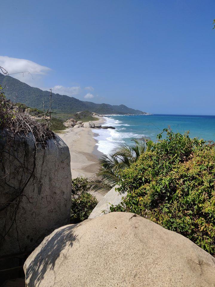 La vista sulle spiagge di Arrecife nel Parque De Tayrona in Colombia