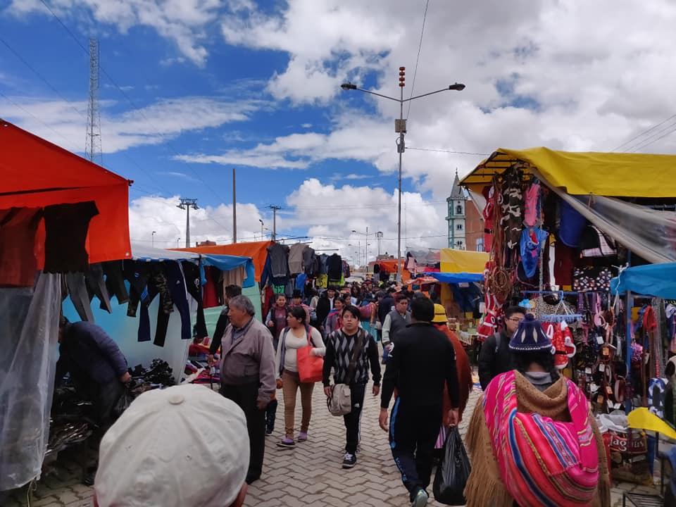 La feria di El Alto sulla parte più alta di La Paz, uno dei più grandi mercati del sudamerica