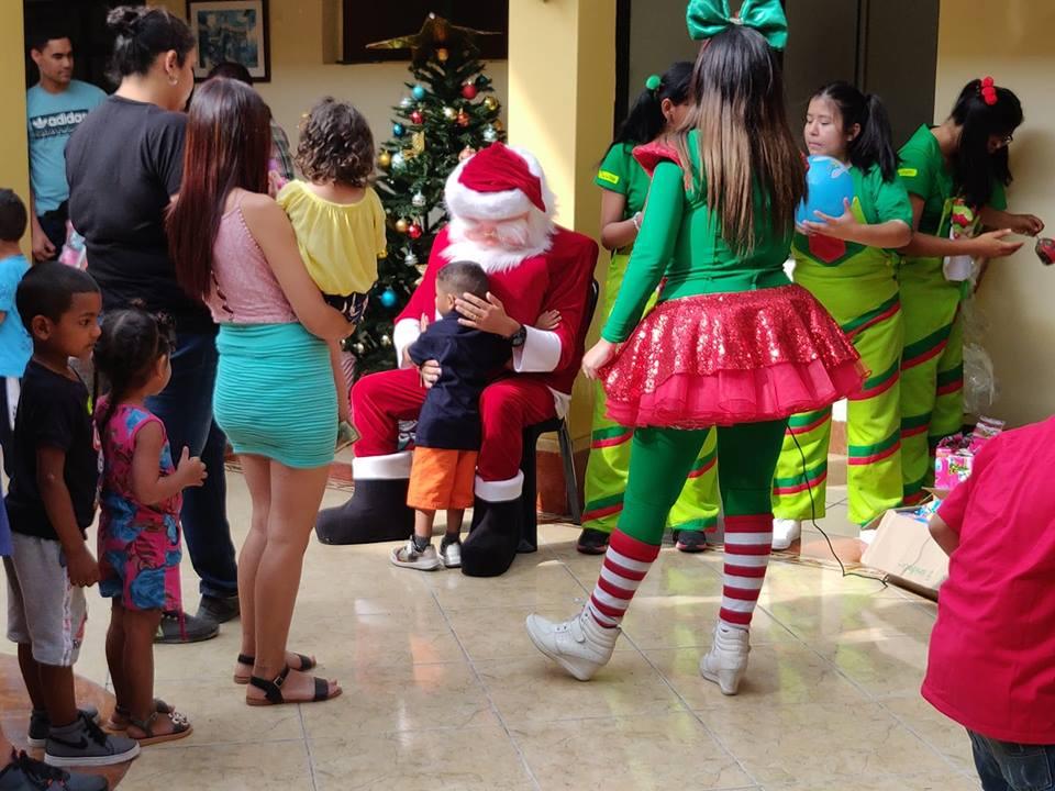 Babbo Natale Urbo a Lurin, quartiere sud di Lima