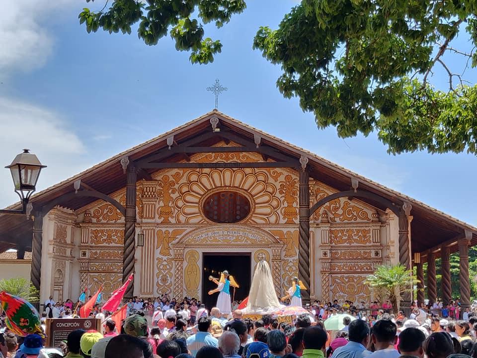 la chiesa gesuitica della città di Concepcion e il corteo dedicato alla madonna