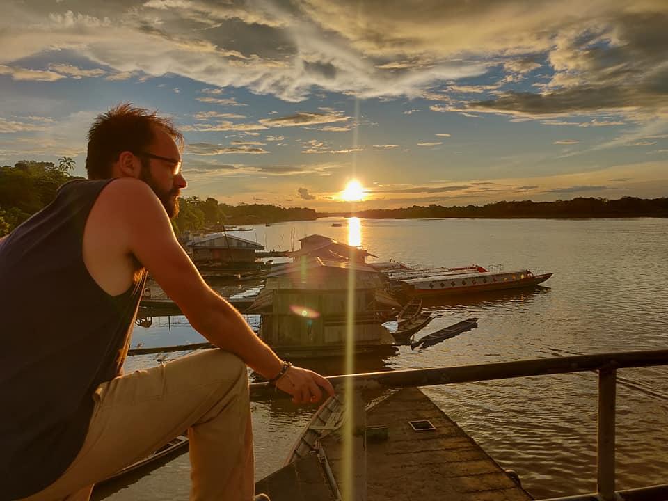 Il porto di Mazan, vicino Iquitos, al tramonto. La mattina dopo partenza per Santa Clotilde con la barca di Llorlli