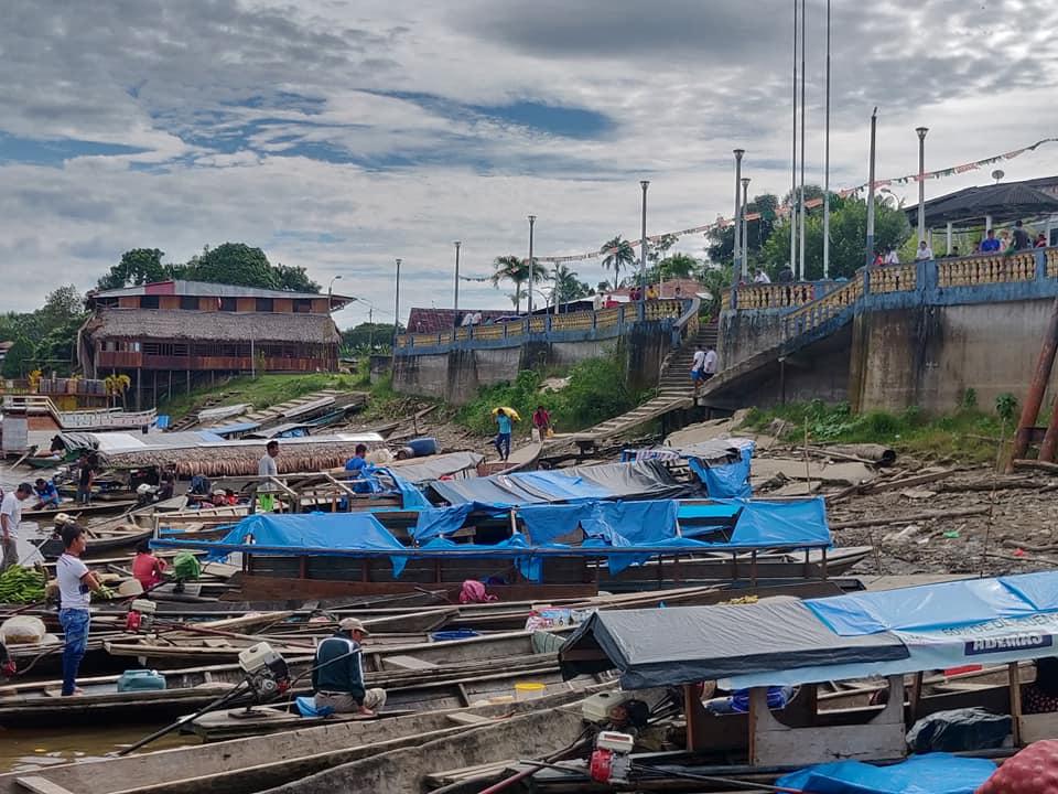 Le barche al porto di Mazan, vicino Iquitos, la mattina della partenza