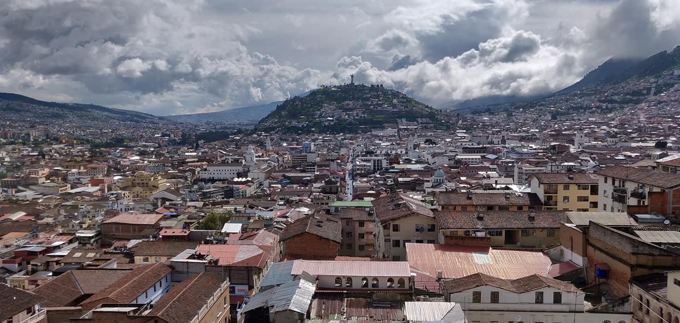 vista del centro storico di Quito dalla torre della basilica del voto
