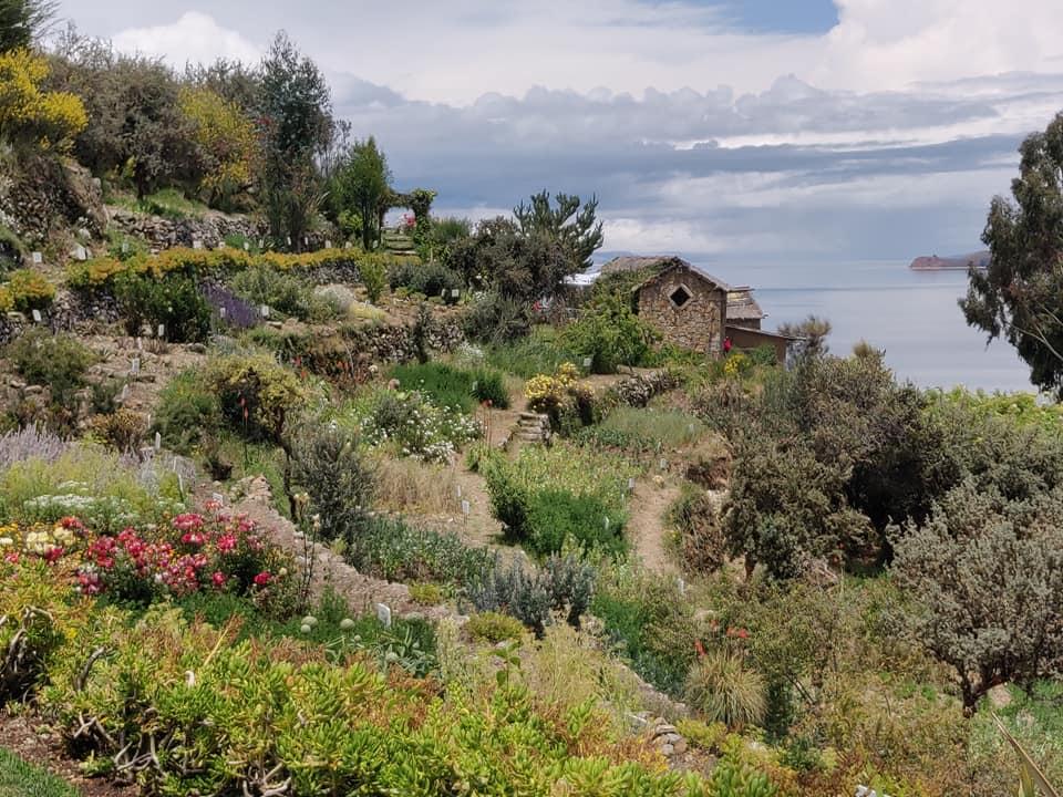 Vista del lago Titicaca da un versante dell'isola del Sol