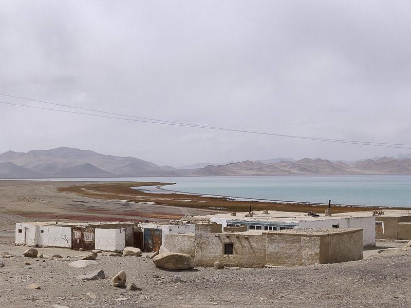 Karakul e il suo lago sull'altopiano del Pamir