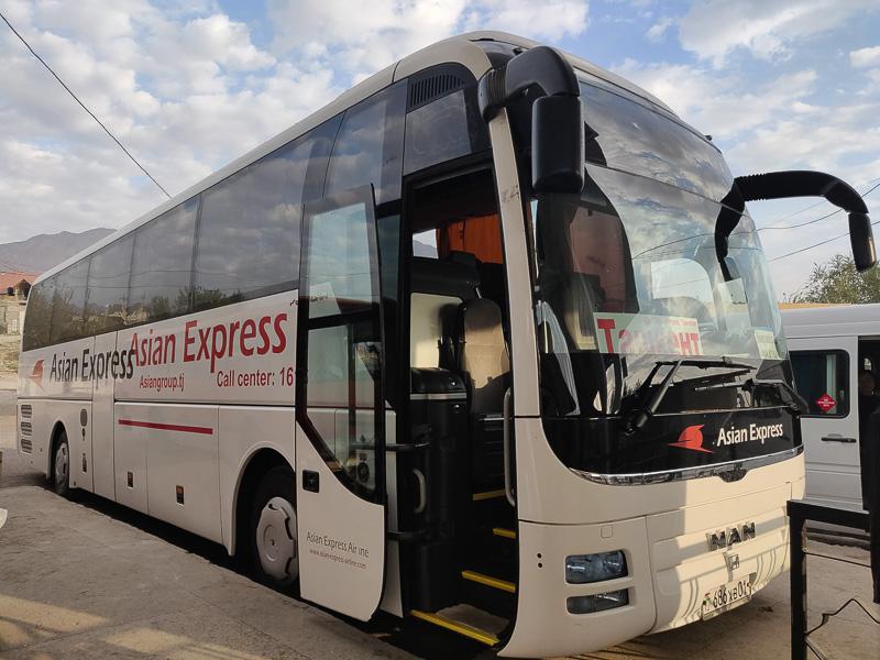 Il bus Asian Express che ci ha portato da Khujand in Tagikistan a Tashkent