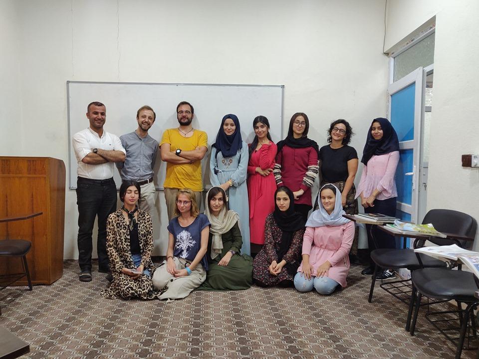 una delle classi di inglese di Jasim a Rovia vicino Aqrah