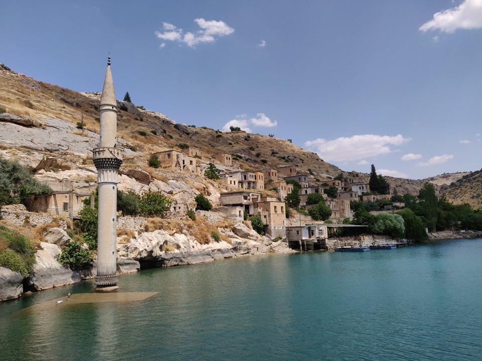 Il villaggio sommerso dalla diga sul fiume Eufrate nei pressi di Rumkale